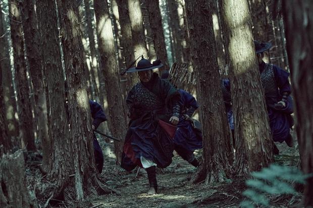 Kingdom ngoại truyện: Jeon Ji Hyun tái xuất mờ nhạt, kịch bản lê thê đến ngủ gật, biên kịch bị dí deadline đấy à? - Ảnh 19.