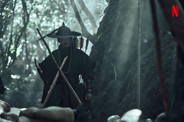 Kingdom ngoại truyện: Jeon Ji Hyun tái xuất mờ nhạt, kịch bản lê thê đến ngủ gật, biên kịch bị dí deadline đấy à? - Ảnh 10.