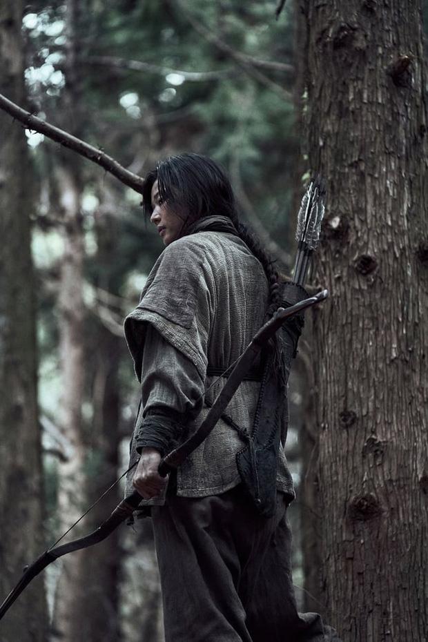 Kingdom ngoại truyện: Jeon Ji Hyun tái xuất mờ nhạt, kịch bản lê thê đến ngủ gật, biên kịch bị dí deadline đấy à? - Ảnh 8.