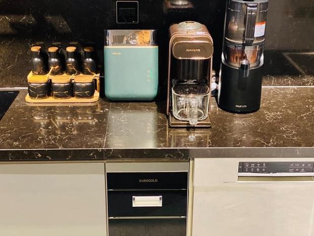 Căn bếp 2 tỷ khiến chị em xôn xao: Lấy cảm hứng từ khách sạn tại Hàn, đồ bếp siêu xịn, riêng bộ dao đã có giá 9 triệu - Ảnh 9.