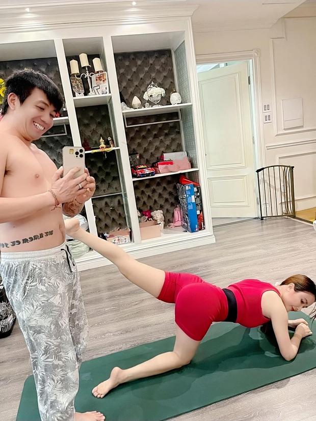 Vợ chồng Minh Nhựa tiết lộ loạt hình ảnh chưa từng thấy trong những ngày giãn cách ở nhà - Ảnh 3.