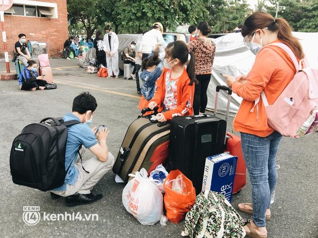 720 người dân Hà Tĩnh lên chuyến tàu 0 đồng rời Sài Gòn về quê - Ảnh 3.