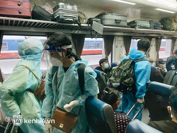 720 người dân Hà Tĩnh lên chuyến tàu 0 đồng rời Sài Gòn về quê - Ảnh 8.