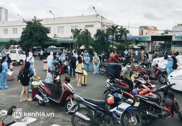 720 người dân Hà Tĩnh lên chuyến tàu 0 đồng rời Sài Gòn về quê - Ảnh 1.