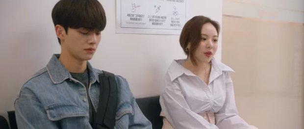 Song Kang lại rủ gái lạ xem bươm bướm dù nhớ Han So Hee muốn chết đi sống lại ở Nevertheless tập 6 - Ảnh 1.