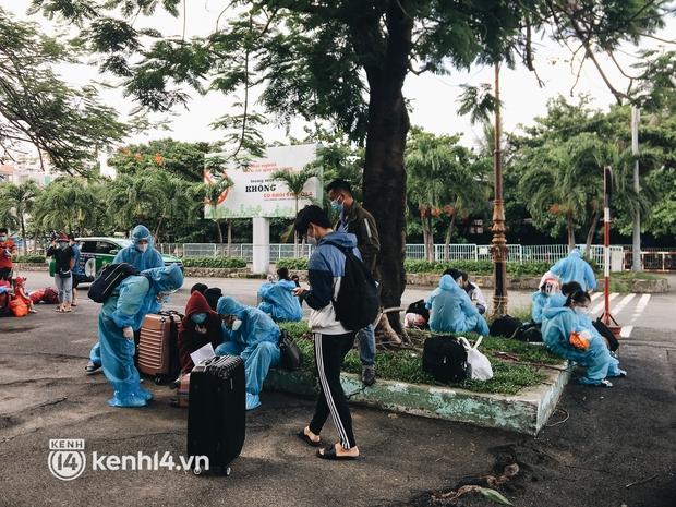 720 người dân Hà Tĩnh lên chuyến tàu 0 đồng rời Sài Gòn về quê - Ảnh 4.