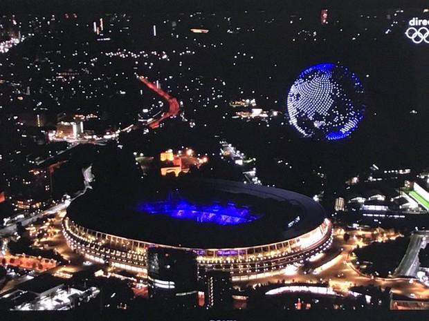 Khoảnh khắc huyền ảo: 1.824 máy bay không người lái trình diễn mãn nhãn ở lễ khai mạc Olympic - Ảnh 4.