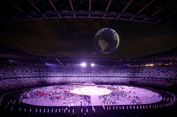 Khoảnh khắc huyền ảo: 1.824 máy bay không người lái trình diễn mãn nhãn ở lễ khai mạc Olympic - Ảnh 2.