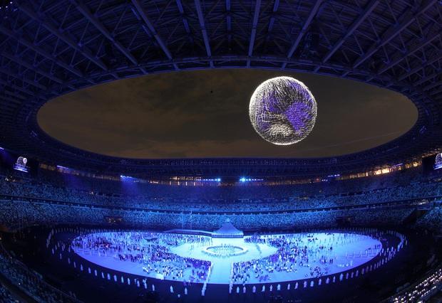 Khoảnh khắc huyền ảo: 1.824 máy bay không người lái trình diễn mãn nhãn ở lễ khai mạc Olympic - Ảnh 3.