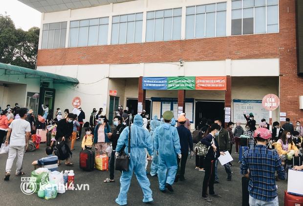 720 người dân Hà Tĩnh lên chuyến tàu 0 đồng rời Sài Gòn về quê - Ảnh 2.