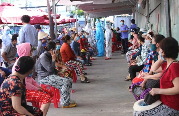 Các ca COVID-19 mới đến nhiều địa điểm đông người, Đà Nẵng khẩn tìm trường hợp liên quan - Ảnh 1.