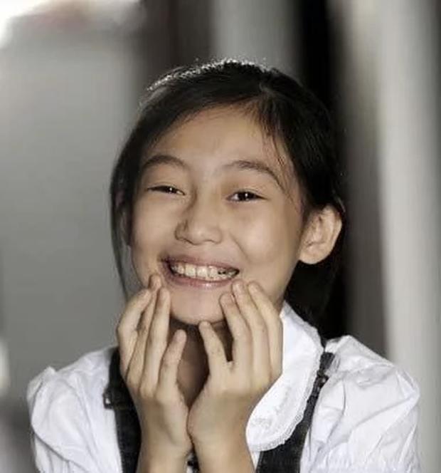 Thiên thần nhí góp mặt trong MV Olympic Bắc Kinh 2008: 5 tuổi rưỡi đã gây chấn động quốc tế, sau 13 năm giờ ra sao? - Ảnh 7.