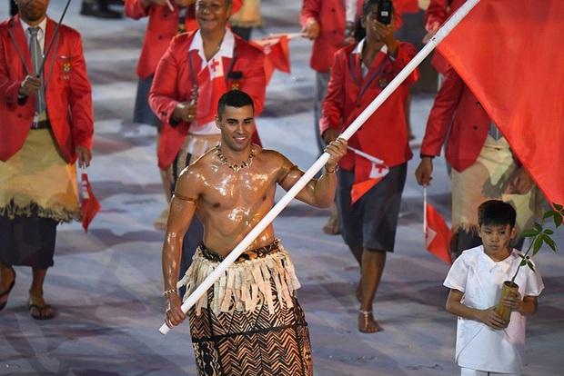 Nam thần bóng nhẫy xứ Tonga và hành trình thoát nhọ khó tin để giành vé tới Olympic - Ảnh 1.