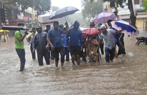 Lũ lụt, lở đất nghiêm trọng ở Ấn Độ khiến 129 người thiệt mạng - Ảnh 1.
