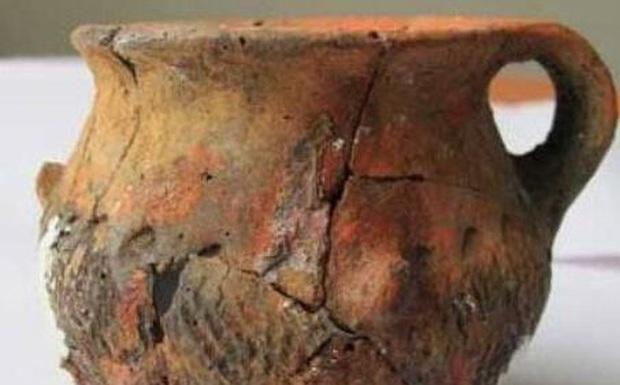 Lão nông đào được một chiếc nồi lớn liền đập vỡ để lấy 20kg vàng, chuyên gia thót tim: Ông đã phạm sai lầm lớn! - Ảnh 1.