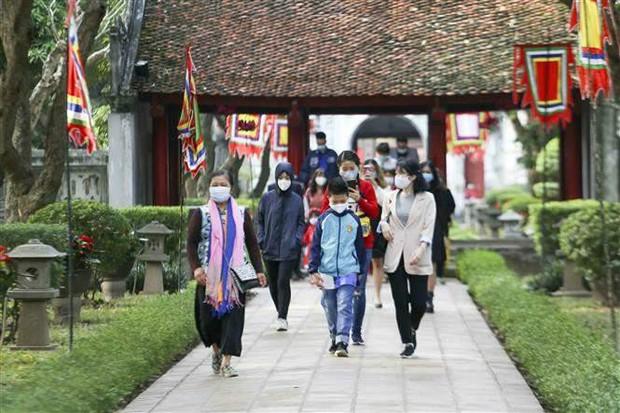 Tháng 7, khách du lịch đến Hà Nội giảm gần 100% - Ảnh 1.