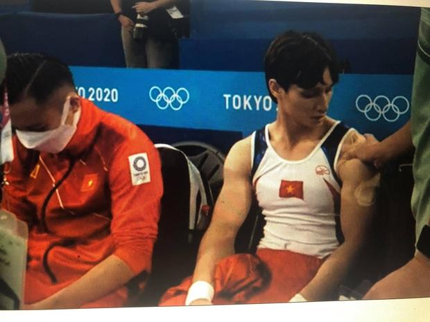 Đinh Phương Thành nén đau hoàn thành phần thi xà kép Olympic Tokyo 2020 - Ảnh 2.