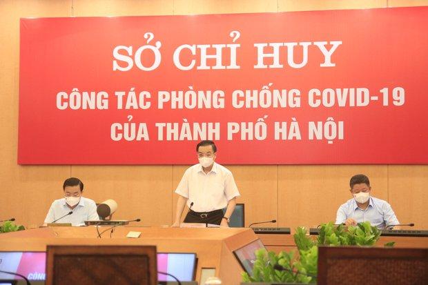 Chủ tịch Hà Nội: Qua hệ thống camera giám sát các đường phố cho thấy lượng người dân ra đường khá lớn - Ảnh 1.