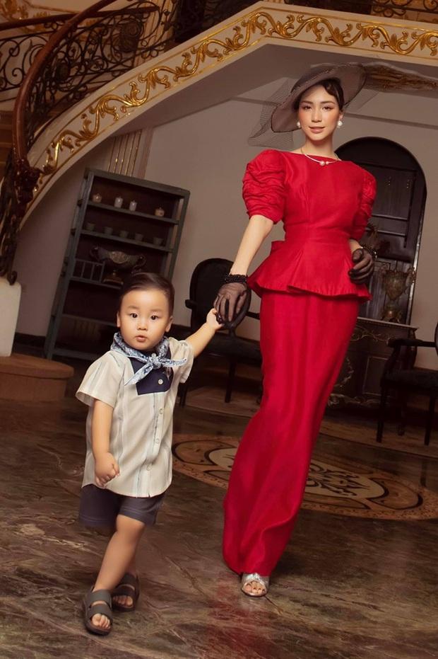 Bức ảnh cho thấy rõ con trai Hoà Minzy sinh ra ở vạch đích: 3 tháng tuổi đã được ngồi chễm chệ trên ghế Tổng giám đốc rồi đây! - Ảnh 5.