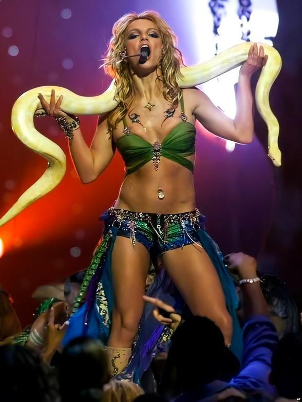 Britney Spears cởi áo khoe gần hết vòng 1 lên Instagram, tưởng tượng ngày trở lại sân khấu còn sexy bức người ra sao nữa! - Ảnh 3.