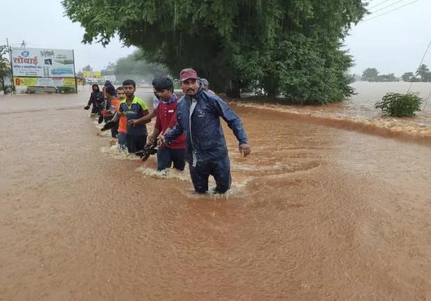 Lũ lụt, lở đất nghiêm trọng ở Ấn Độ khiến 129 người thiệt mạng - Ảnh 6.