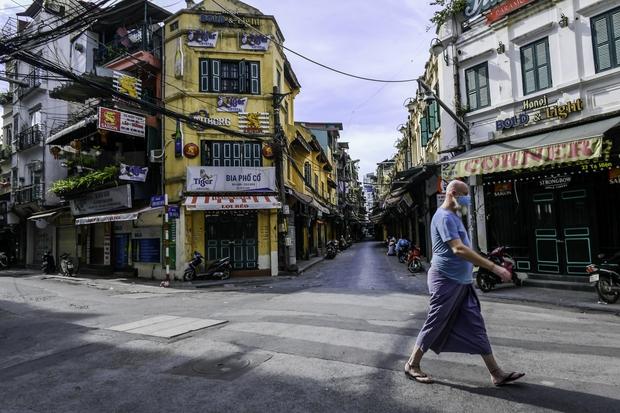 Quán ăn Hà Nội đồng loạt đóng cửa sau chỉ thị 16: Chung tay chống dịch chứ càng bán càng lỗ - Ảnh 6.