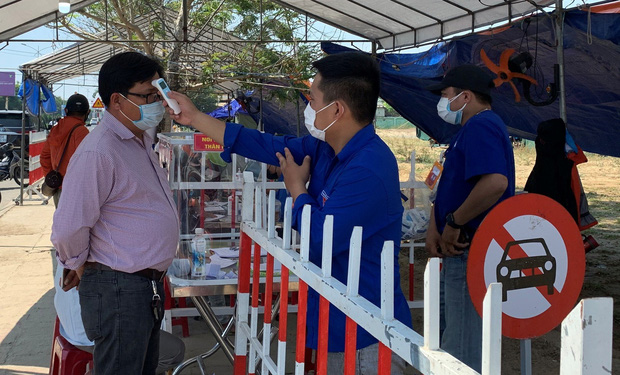 Nam thanh niên bán cafe dương tính SARS-CoV-2 chưa rõ nguồn lây, Hội An yêu cầu người dân không ra khỏi thành phố - Ảnh 2.