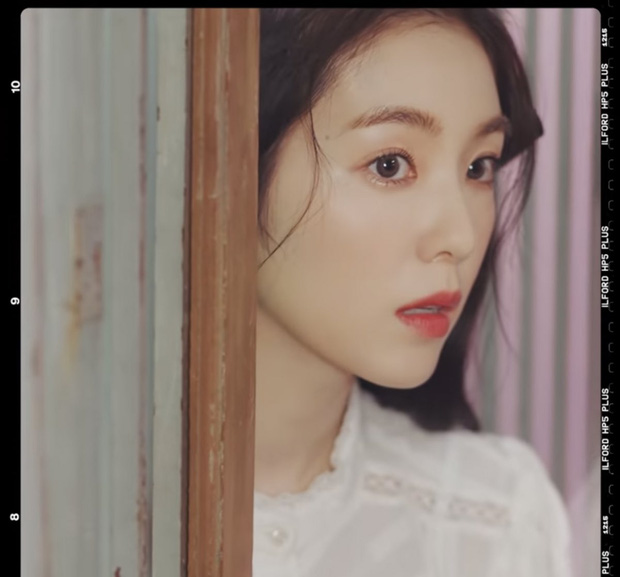 Red Velvet nổ phát súng comeback sau gần 2 năm, ai ngờ MV đã được tiền bối f(x) tung hint từ lâu lắm rồi? - Ảnh 11.