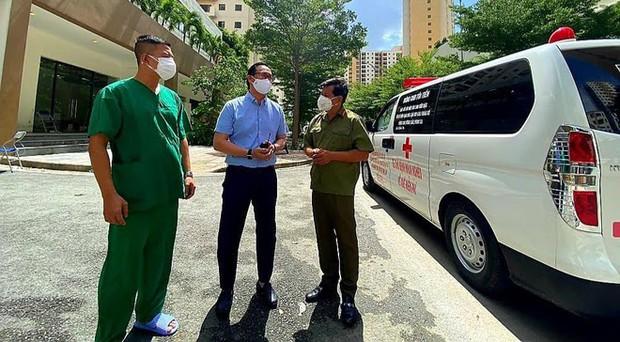Ông Đoàn Ngọc Hải tặng 14 máy thở, 1.000 bộ đồ bảo hộ cho bệnh viện dã chiến ở Sài Gòn - Ảnh 3.