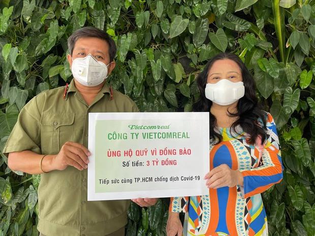 Ông Đoàn Ngọc Hải tặng 14 máy thở, 1.000 bộ đồ bảo hộ cho bệnh viện dã chiến ở Sài Gòn - Ảnh 4.