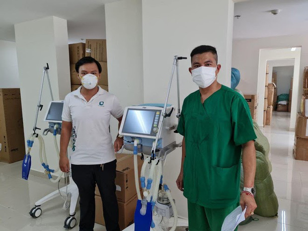 Ông Đoàn Ngọc Hải tặng 14 máy thở, 1.000 bộ đồ bảo hộ cho bệnh viện dã chiến ở Sài Gòn - Ảnh 2.