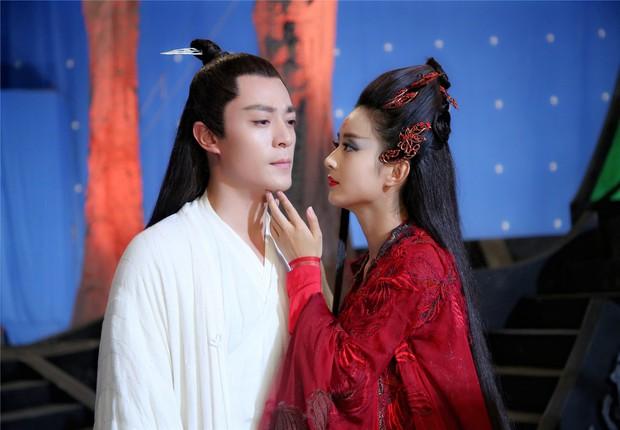 Viên Băng Nghiên diện váy đỏ trong phim mới, thế nào lại nhìn ra Triệu Lệ Dĩnh ở Hoa Thiên Cốt? - Ảnh 4.