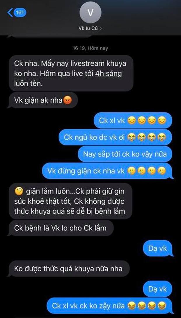 Tấn Trường cực ngoan khi bị phát hiện livestream đến 4h sáng, netizen chỉ lăm le soi cách ông trùm MXH lưu tên vợ - Ảnh 2.