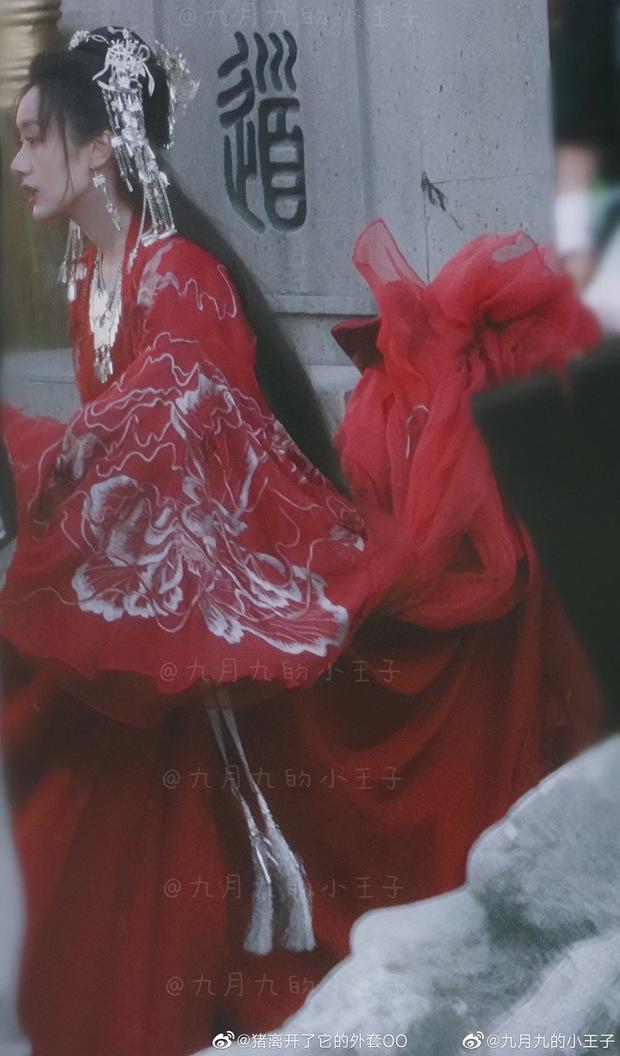 Viên Băng Nghiên diện váy đỏ trong phim mới, thế nào lại nhìn ra Triệu Lệ Dĩnh ở Hoa Thiên Cốt? - Ảnh 2.