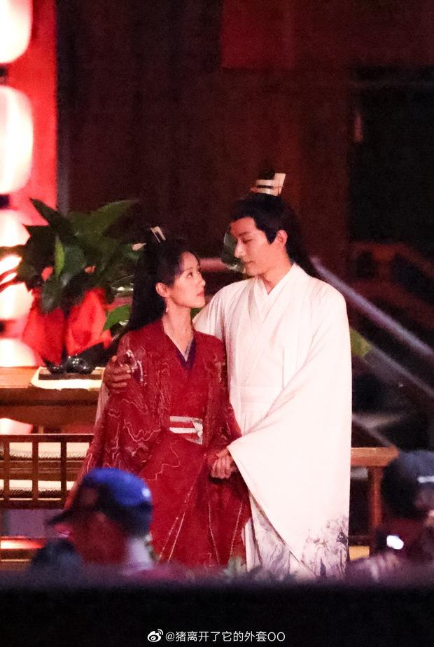 Viên Băng Nghiên diện váy đỏ trong phim mới, thế nào lại nhìn ra Triệu Lệ Dĩnh ở Hoa Thiên Cốt? - Ảnh 1.