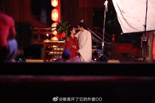 Viên Băng Nghiên diện váy đỏ trong phim mới, thế nào lại nhìn ra Triệu Lệ Dĩnh ở Hoa Thiên Cốt? - Ảnh 3.