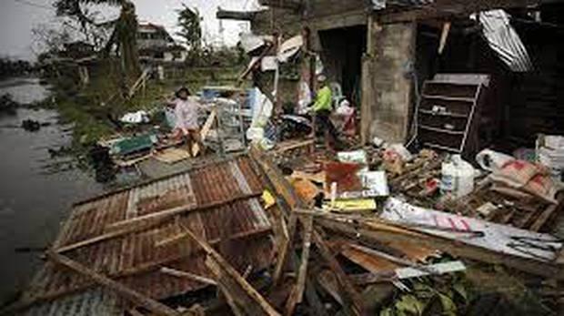 Gió mùa, bão nhiệt đới nhấn chìm thủ đô của Philippines - Ảnh 2.