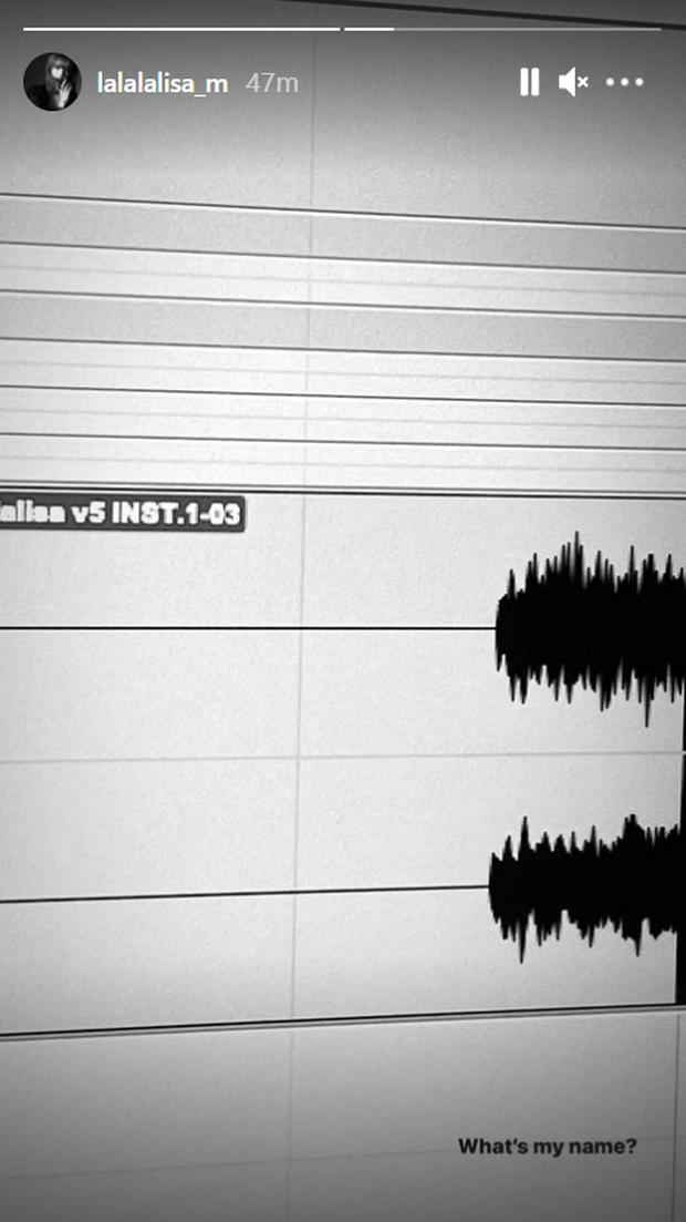 HOT: Chính chủ Lisa (BLACKPINK) tiết lộ hình ảnh trong phòng thu, bật mí luôn tên bài debut solo qua dòng chữ bí ẩn? - Ảnh 2.