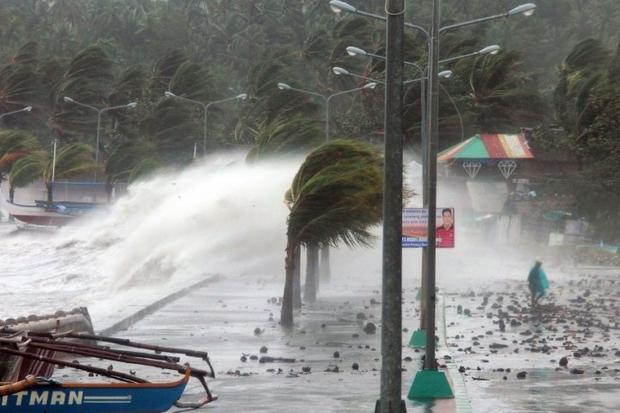 Gió mùa, bão nhiệt đới nhấn chìm thủ đô của Philippines - Ảnh 4.