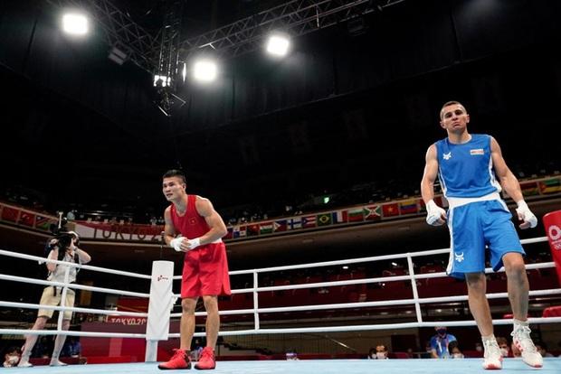 Tự tin quẩy sớm vì tưởng thắng được võ sĩ Việt tại Olympic, VĐV chuyển sang mếu máo khi nghe kết quả cuối cùng - Ảnh 3.