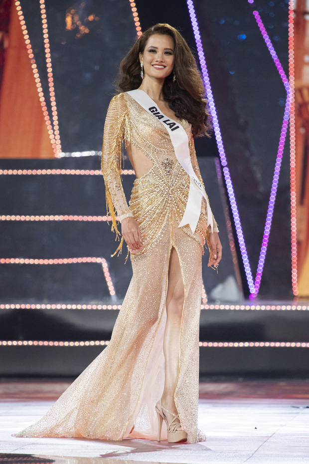 Cận cảnh Hương Ly ngất xỉu, được bế vào tận hậu trường Chung kết Miss Universe Vietnam 2019 - Ảnh 4.