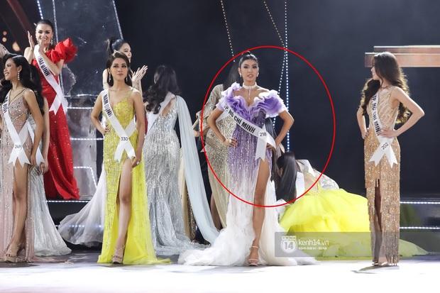 Cận cảnh Hương Ly ngất xỉu, được bế vào tận hậu trường Chung kết Miss Universe Vietnam 2019 - Ảnh 1.