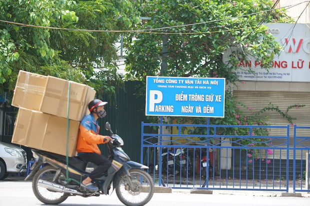 Hà Nội cho phép shipper của các sàn thương mại điện tử được hoạt động - Ảnh 1.