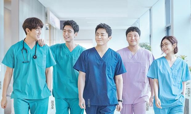 Bác sĩ Jun Wan lộ hint sau máy quay Hospital Playlist, lại còn khiến fan cười té ghế vì một điều trên Instagram - Ảnh 1.
