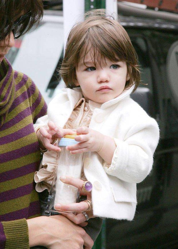 Màn lột xác của 2 ái nữ nhà đôi bạn thân Beckham - Tom Cruise: Suri chân dài gây choáng, thiên thần Harper nay điệu lắm rồi - Ảnh 3.