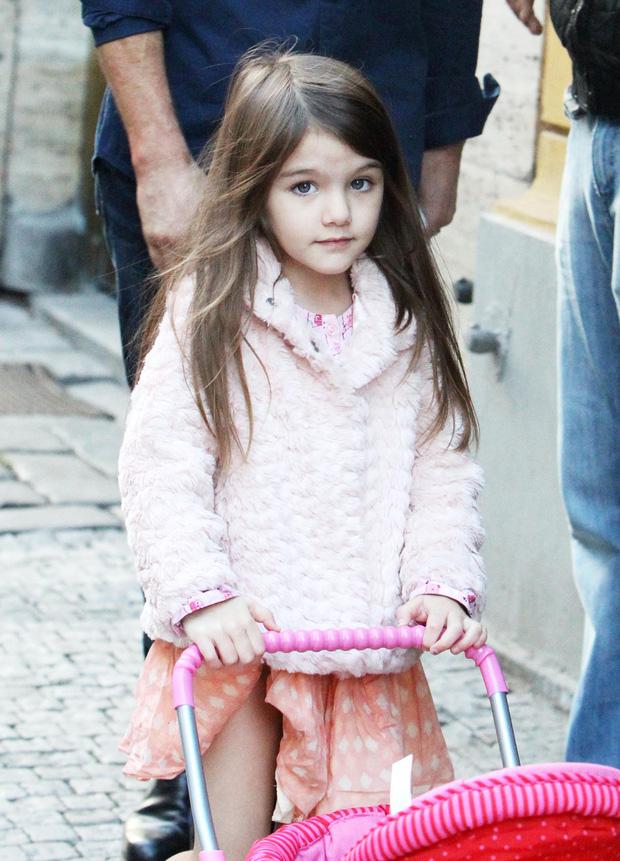 Màn lột xác của 2 ái nữ nhà đôi bạn thân Beckham - Tom Cruise: Suri chân dài gây choáng, thiên thần Harper nay điệu lắm rồi - Ảnh 7.