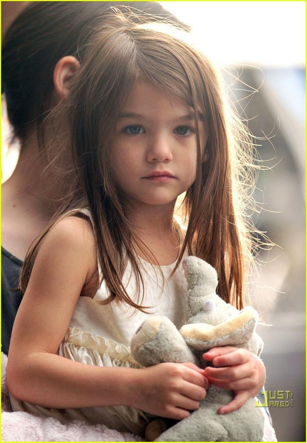 Màn lột xác của 2 ái nữ nhà đôi bạn thân Beckham - Tom Cruise: Suri chân dài gây choáng, thiên thần Harper nay điệu lắm rồi - Ảnh 9.