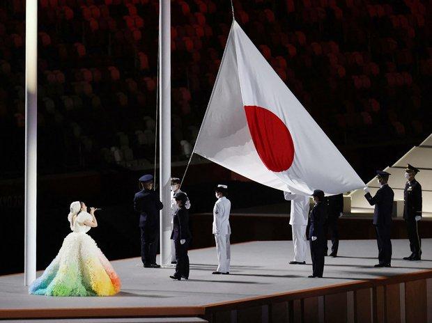 Khoảnh khắc kinh diễm: Lễ khai mạc Tokyo Olympic 2020 gọi tên ca sĩ Misia và chiếc váy bồng bềnh, mềm mại tựa như mây - Ảnh 4.
