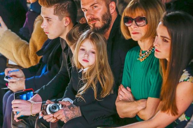 Màn lột xác của 2 ái nữ nhà đôi bạn thân Beckham - Tom Cruise: Suri chân dài gây choáng, thiên thần Harper nay điệu lắm rồi - Ảnh 31.