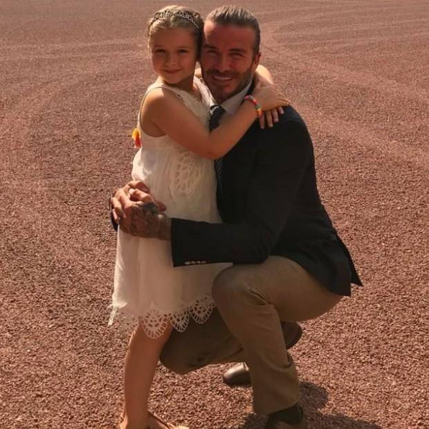 Màn lột xác của 2 ái nữ nhà đôi bạn thân Beckham - Tom Cruise: Suri chân dài gây choáng, thiên thần Harper nay điệu lắm rồi - Ảnh 33.